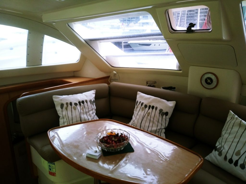 2005 Leopard Sailing Catamaran - Saloon