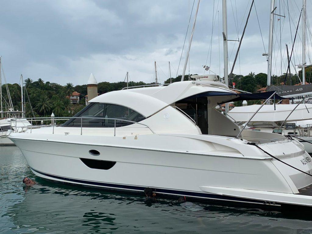 2008 Riviera 4400 Sports Boat